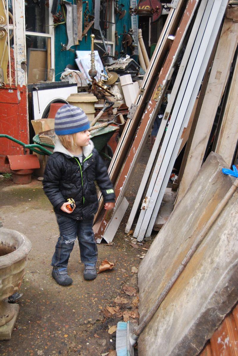 Hayden antiikki shoppailemassa